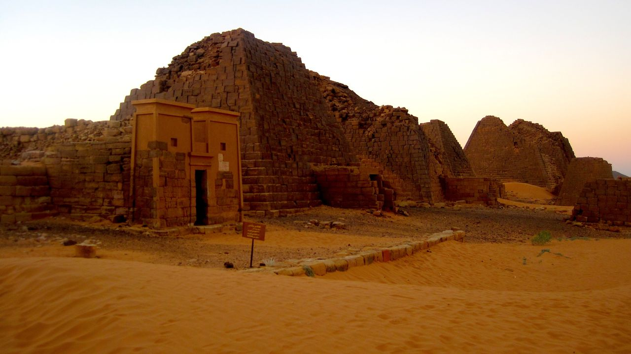 Traveling to Sudan and visiting Begrawiya pyramids